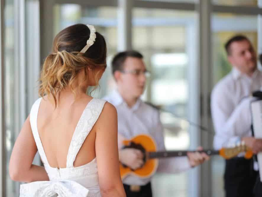 Koniec z muzyczną samowolką. Tych hitów nie będzie można śpiewać na ślubie!