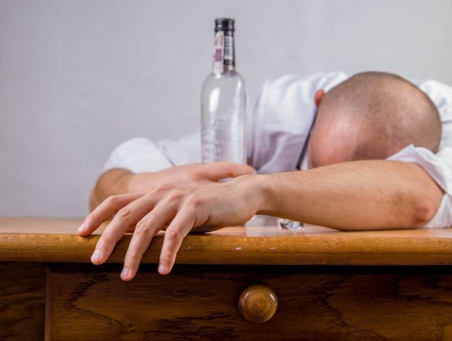 Detoks po imprezie - jak sobie pomóc?
