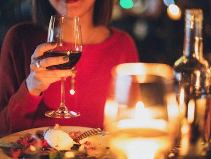 Jakimi zasadami kierować się dobierając wino do posiłku?
