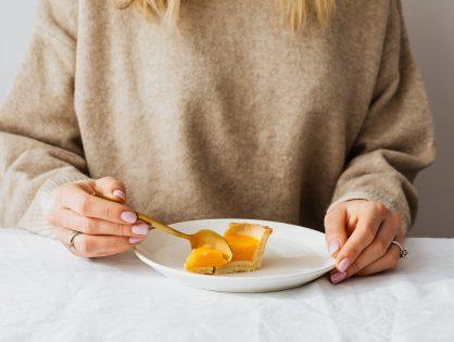 Czego nie jeść na noc? Tych produktów lepiej unikaj!