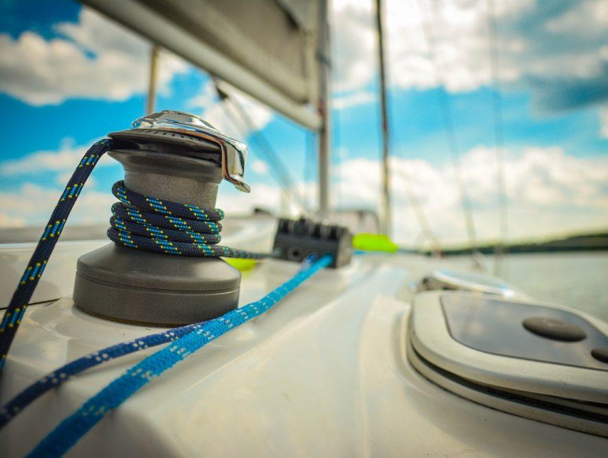 5 jezior na Mazurach, które warto przepłynąć łodzią